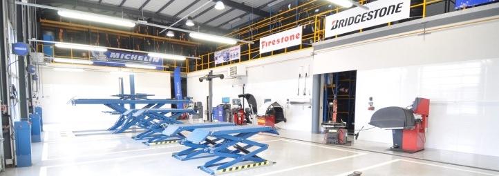 Centre entretien auto garage m canique et t lerie for Garage mecanique auto a louer